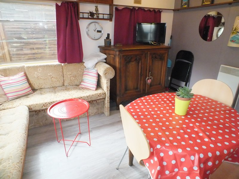 Beautiful bungalow near the beach, vacation rental in Le Castellet