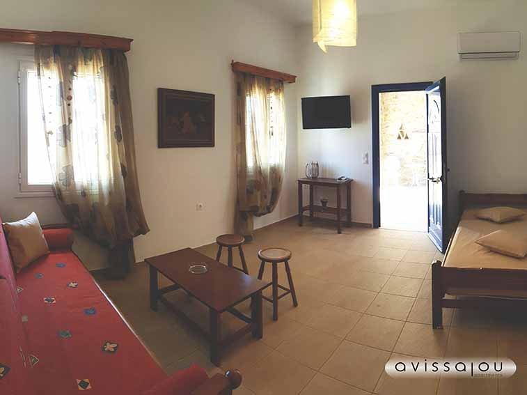 avissalou apartments: Thimari, holiday rental in Triantaros