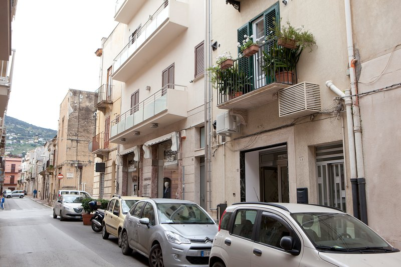 balcone fiorito, holiday rental in Alcamo