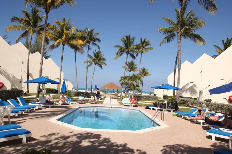 Westwind 2 Club: 1-Bedroom Loft Villa, Sleeps 6, Full Kitchen, vacation rental in Nassau