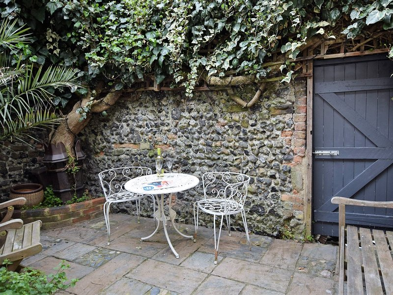 The courtyard garden is ideal for al fresco dining