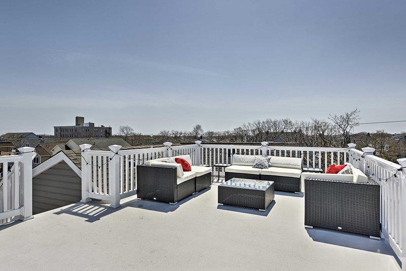 El condominio de 1 dormitorio, 1 baño ofrece una terraza en la azotea y vistas al mar para un máximo de 7.