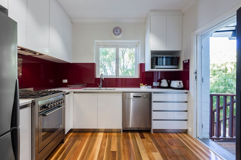 Cottesloe Beach Deluxe Apartment, holiday rental in Shenton Park
