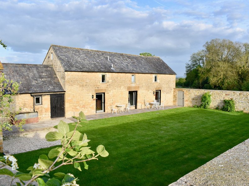 Grade II listed barn with enclosed garden