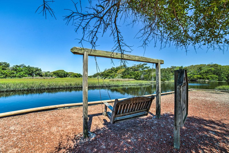 Take in your idyllic location from this peaceful waterfront swing.