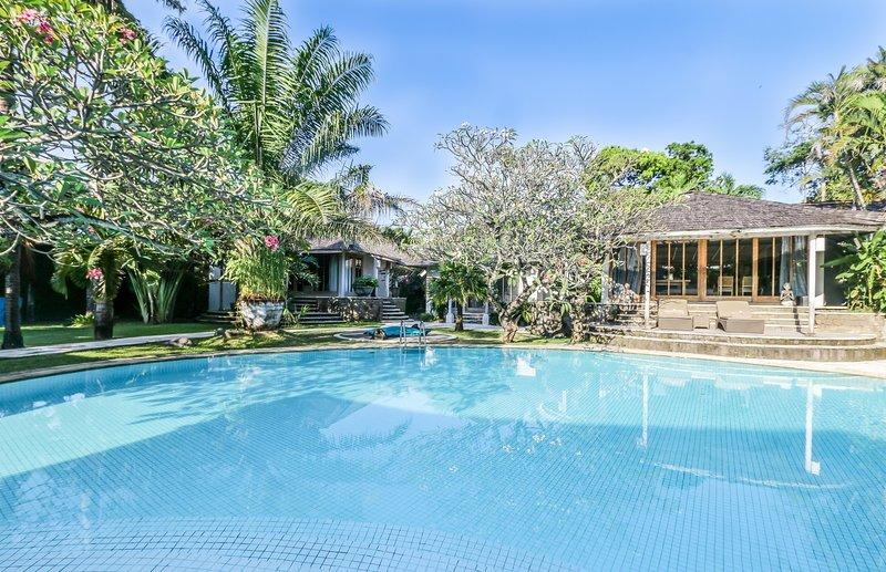 Maya Luxury 3 Bedroom Villa Feature Gardens And Pool By The Beach Seminyak