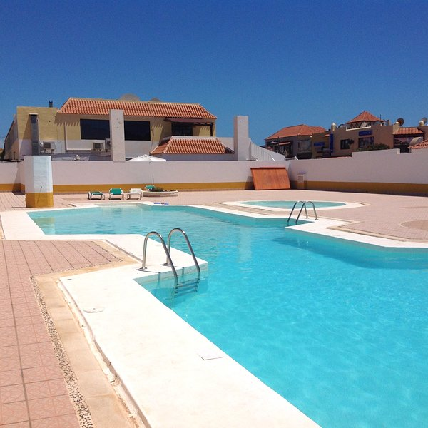 Nice apt with pool access & terrace, holiday rental in Fustes