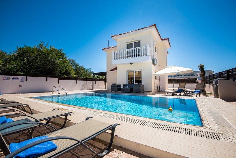 VILLA NISSI CRYSTAL - four bed with pool Ayia Napa - Nissi Beach, vacation rental in Ayia Napa
