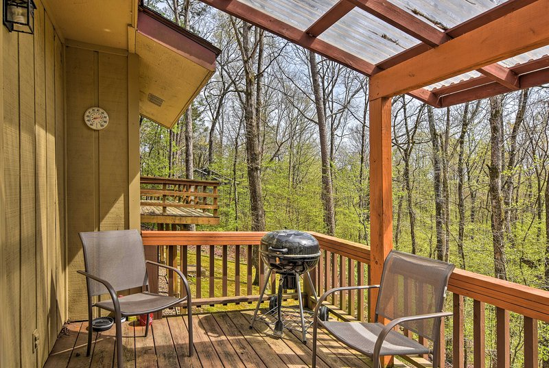 Six guests can enjoy a private deck and access to pristine community amenities.