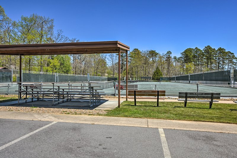 Hot Springs Village includes a vast tennis complex.