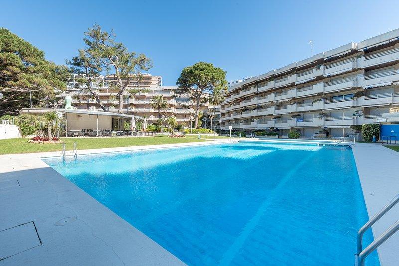 Salida a la playa, piscina y chiringuito, holiday rental in Salou