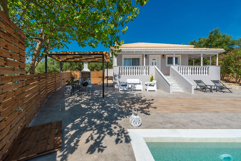 Oliveto Villa - Spectacular sea views, private infinity pool, 2 bdrms sleeps 6, vacation rental in Tragakion