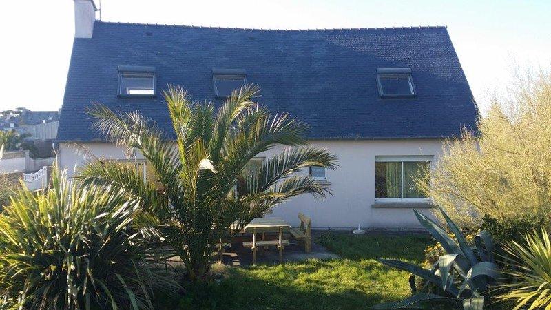 Big house near the beach & terrace, location de vacances à Santec
