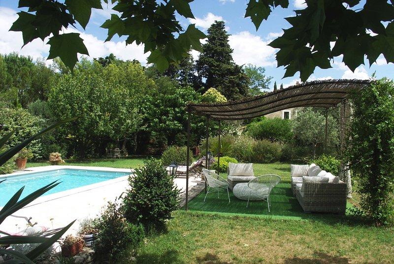 CHAMBRES BLUE N°1 D'HÔTES DE CHARME (au pied du Ventoux), vacation rental in Carpentras
