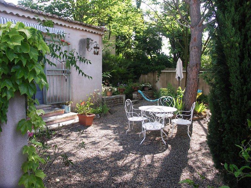 GÎTE DE CHARME AU PIED DU VENTOUX et LUBERON, vacation rental in Carpentras