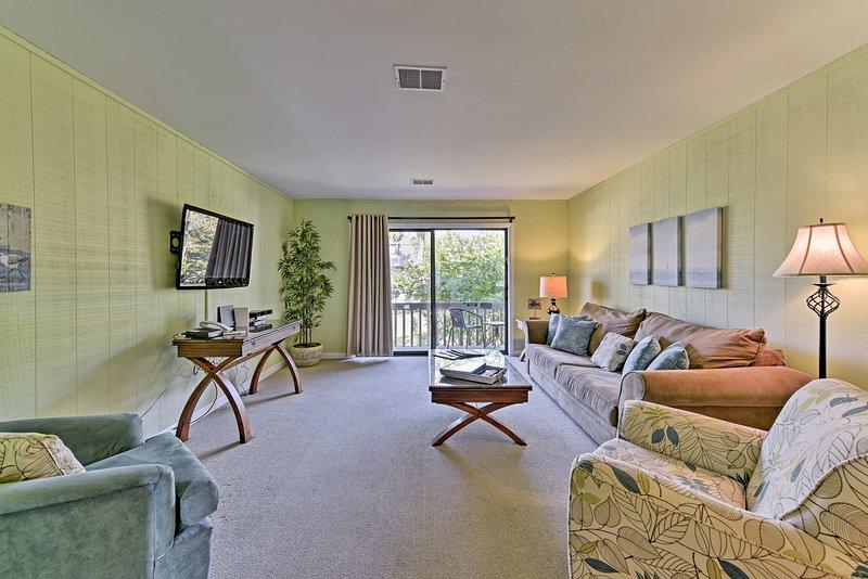 A Hilton Head Island retreat awaits up to 6 at this vacation rental condo!