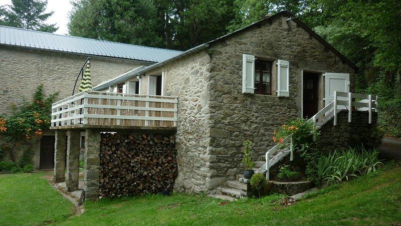 Beautiful house with mountain view, location de vacances à Anglès