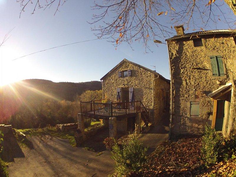 Nice studio with mountain view, location de vacances à Anglès