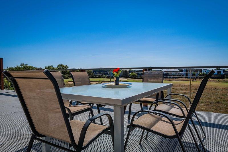 Groot achterste balkon met uitzicht op de beroemde Sands Golf Course