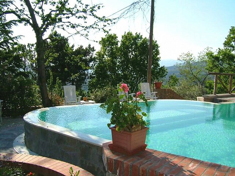 Rinecchi Villa Sleeps 4 with Pool and WiFi - 5228496, holiday rental in Porciano