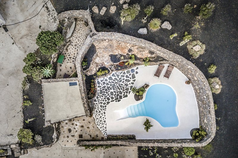 Casa Los Olivos, piscina estilo jameos del agua, holiday rental in Tias