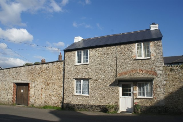 Charming stone period cottage with its own pretty private walled garden. Conveniently situated just