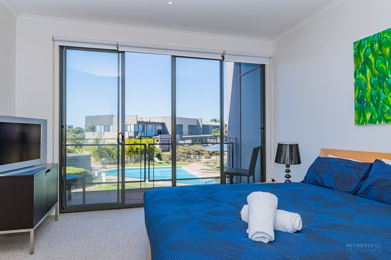 Comfy Coast Drive 3 Bedroom - Poolside - Torquay, holiday rental in Torquay