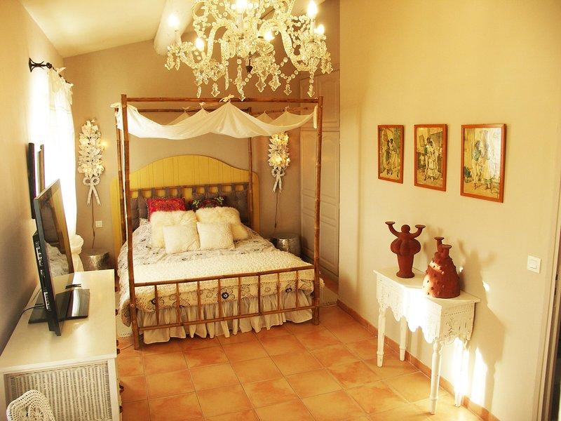 CHAMBRE SUD N°2 D'HÔTES DE CHARME (a coté du VENTOUX), vacation rental in Carpentras