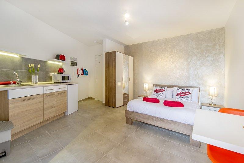 ¡Estudio soñado! con balcón privado, Sliema., location de vacances à Il Gzira