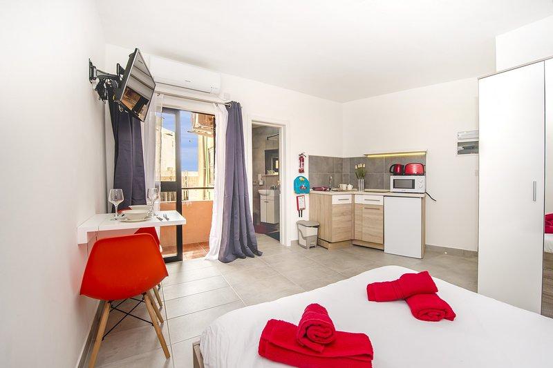 ¡Acogedor apartamento-estudio en área central, Sliema!, aluguéis de temporada em Il Gzira