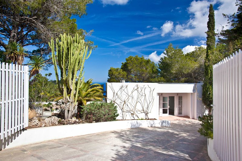 Can Hermanos, free wifi, private pool and sea views, holiday rental in Cala Comte