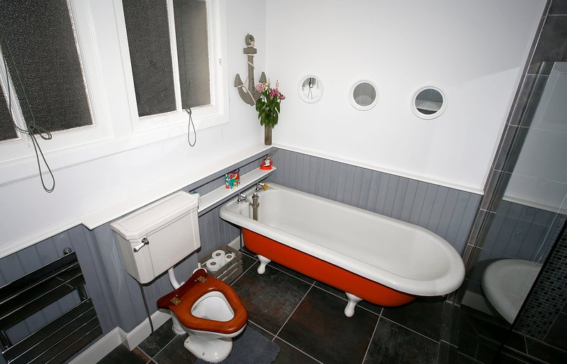 Main Bathroom with period W/C and Roll-Top Bath