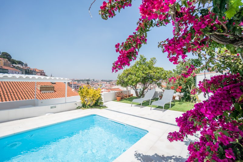 Magnificent Apartment with Terrace and Pool, vacation rental in Barreiro
