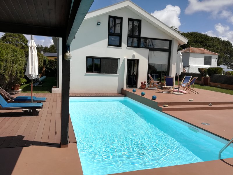 House with heated pool. Animals will be accepted, vacation rental in Torreira