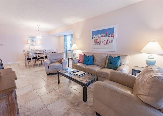 Oceanfront-301-- 3 Bedroom / 2 Bath Condo pet friendly in North Myrtle Beach, alquiler de vacaciones en North Myrtle Beach
