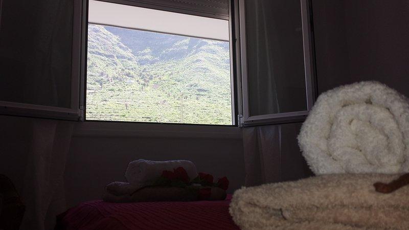 ATICO LUMINOSO CON VISTAS AL MAR Y AL TEIDE CON PUESTAS DE SOL INCREIBLES, holiday rental in Tejina