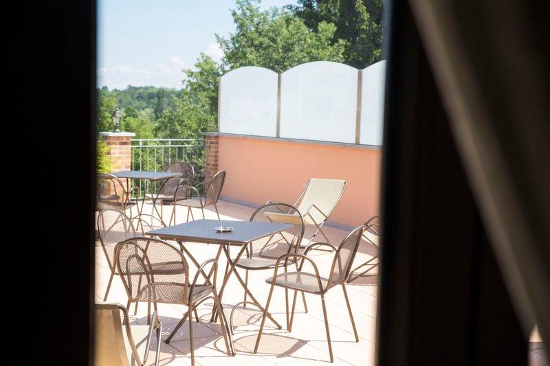 terraço panorâmico com mobiliário de jardim