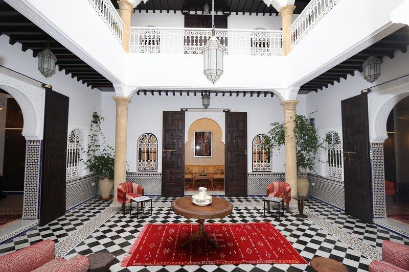 Spacious property with terrace, alquiler de vacaciones en Región de Rabat-Salé-Zemur-Zaer