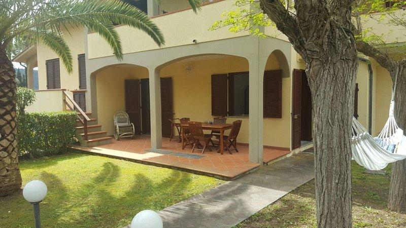 CasaLiza a Procchio Isola d'Elba nel verde con giardino, holiday rental in Biodola