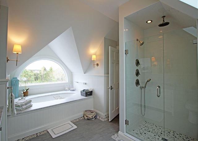 Third floor King bedroom bathroom