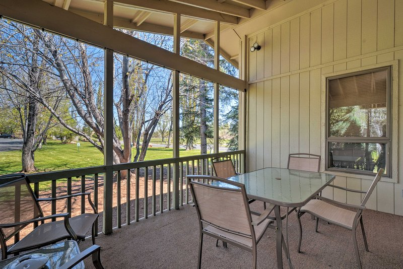 Relax at this spacious 3-bedroom, 2-bath vacation rental townhouse in Flagstaff.