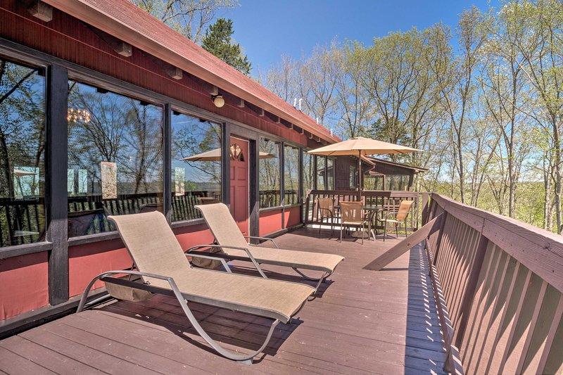 'Ledge Lodge' w/ Pool & Cumberland Valley Views!, vacation rental in Burkesville