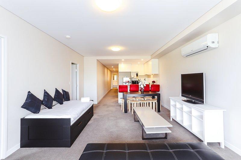 una cama de día se puede transmitir en una cama doble, un sofá cama; enorme y cálida sala de estar