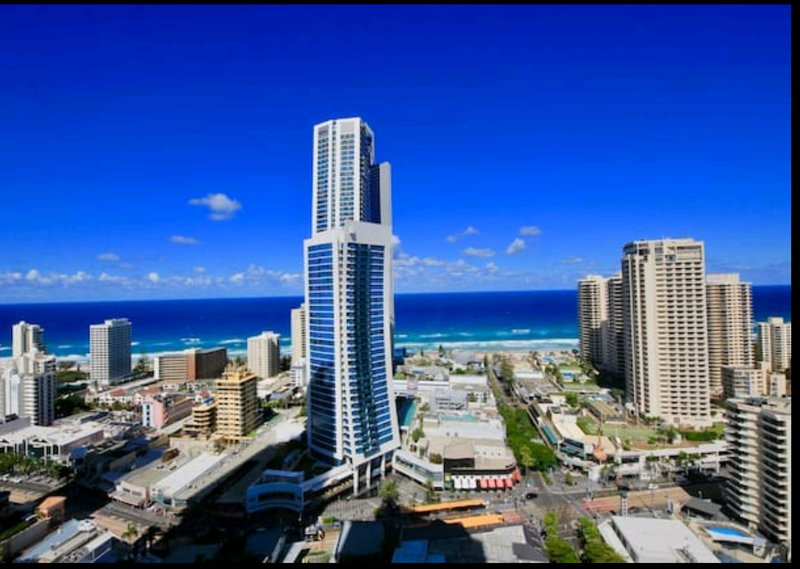 Amazing Ocean Views. Lvl 27. Free WIFI and Parking. Circle on Cavill Resort., holiday rental in Gold Coast