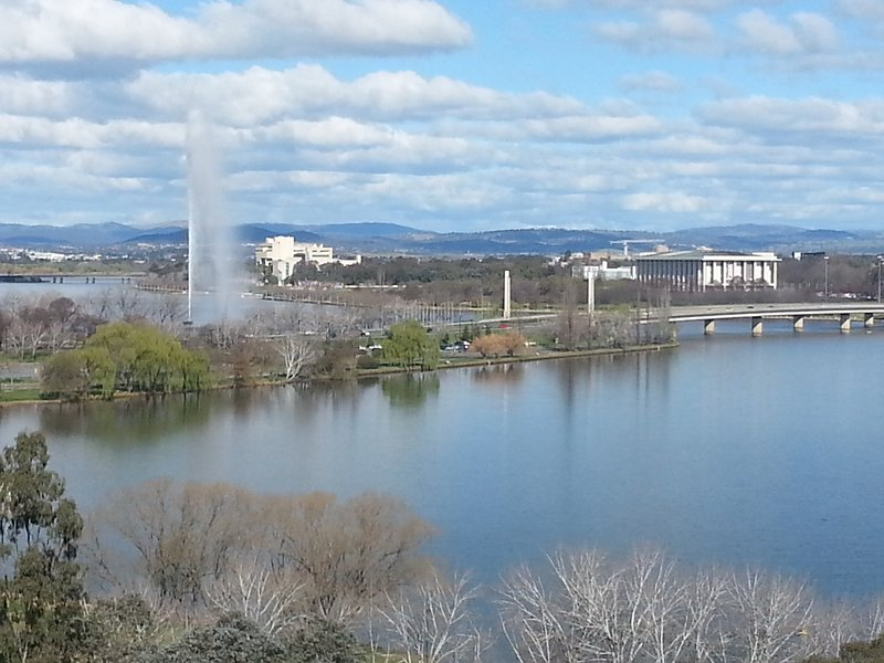Amazing views. Nishi building. Free WIFI and parking. ANU across the road., vacation rental in Australian Capital Territory