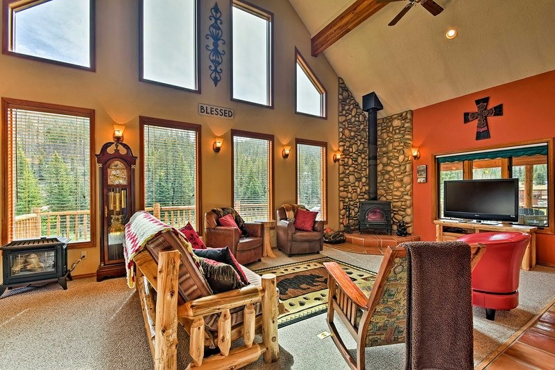 The 2,520-square-foot interior has plenty of space for 10 guests to unwind.