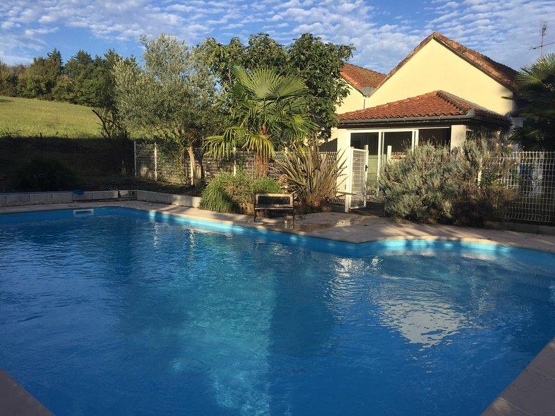 Casa entera con piscina al lado de Toulouse, casa vacanza a Paulhac