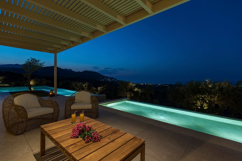 Stylish and Contemporary holiday villa with majestic views, holiday rental in Platanias