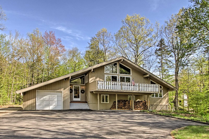 Book your Bartlett adventure to this 3-bedroom, 2-bath vacation rental home!