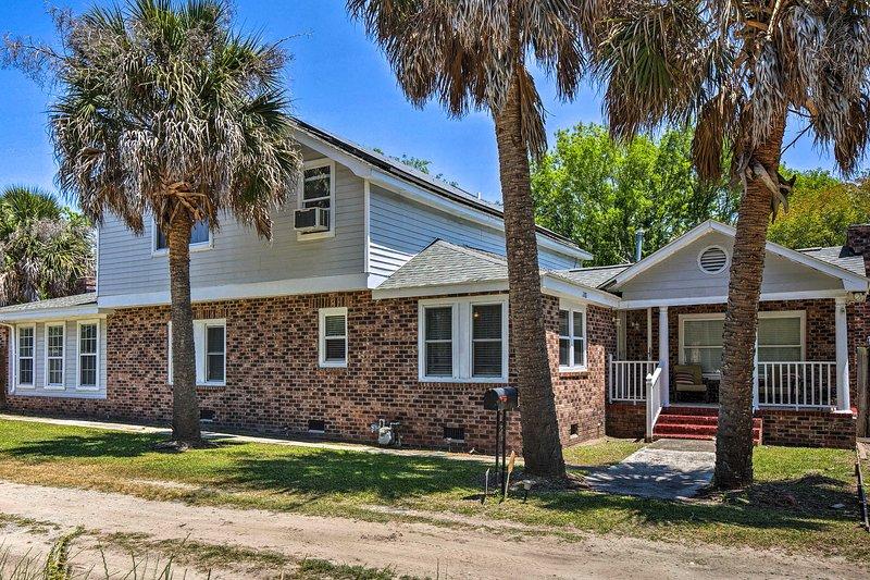 Spacious Charleston Home: Only 3 Mi to Folly Beach, alquiler vacacional en Fenwick Island